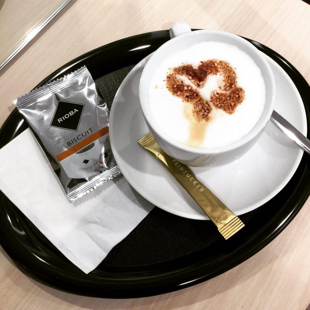 Auch unsere Kaffeespezialitäten machen wir mit ❤️ 