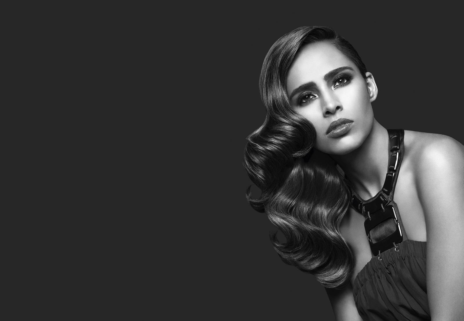 Adriana_sideswept-curls